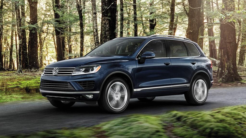 Blue 2015 Volkswagen Touareg